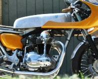 Avon Roadrider AM26 fitted to a Kawasaki W650 Cafe Racer